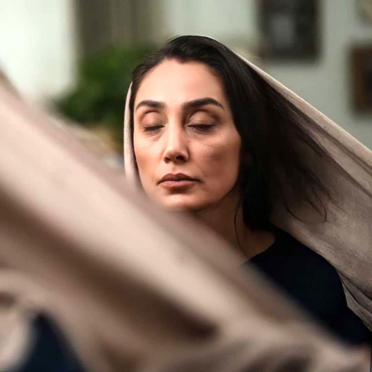 خوابیدن هدیه تهرانی بدون حجاب ! + عکس