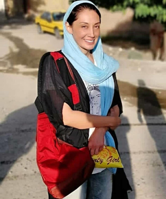 هدیه تهرانی با بولیز نازک و بدن نما در خیابان ! + عکس