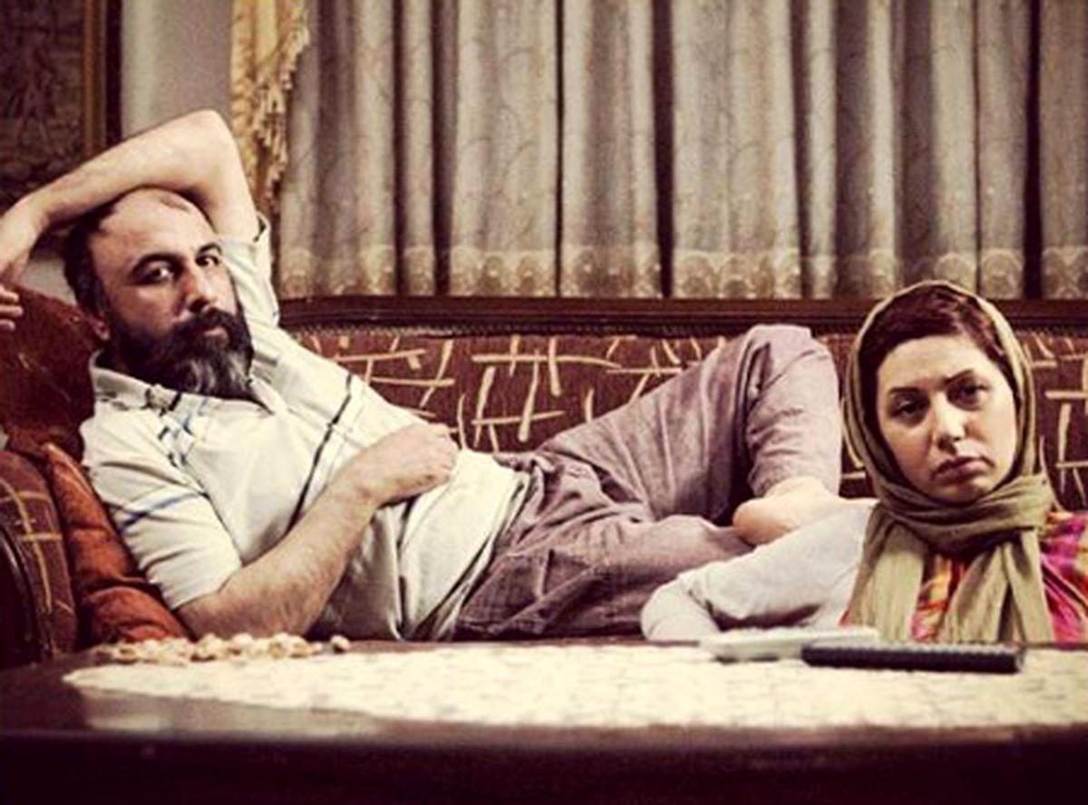 دراز کشیدن رضا عطاران و همسر بلوندش روی تخت + عکس