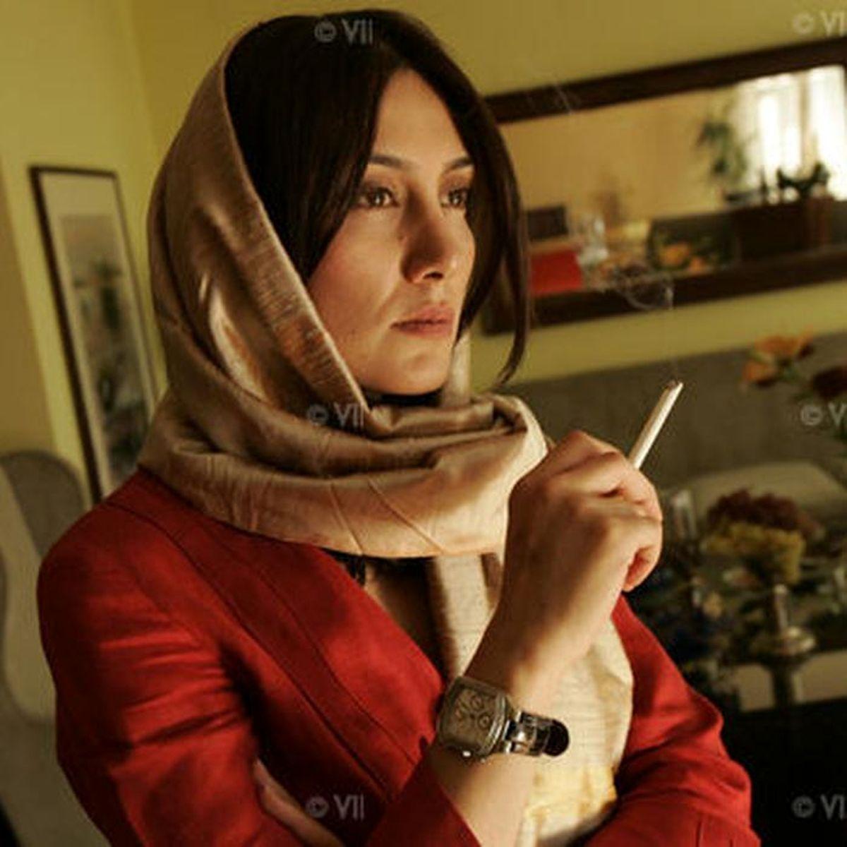 سیگار کشیدنِ هدیه تهرانی در خانه + عکس