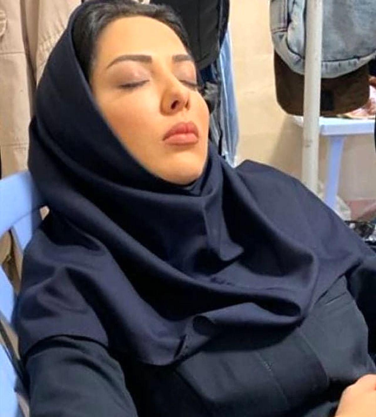 خوابیدن لیلا اوتادی وسط کار ! + عکس