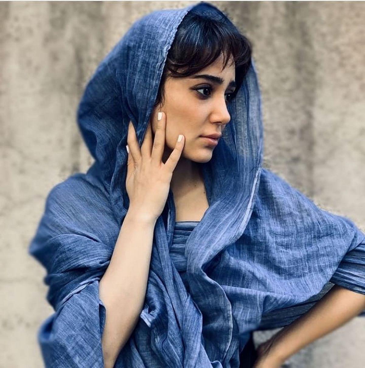 لباس یقه باز و غیر اخلاقی معشوقه مهدی پاکدل +عکس