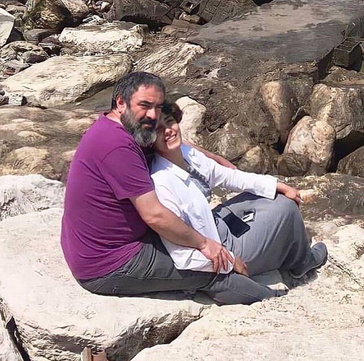 عکس عاشقانه و ناجور حسن معجونی و همسرش در طبیعت !