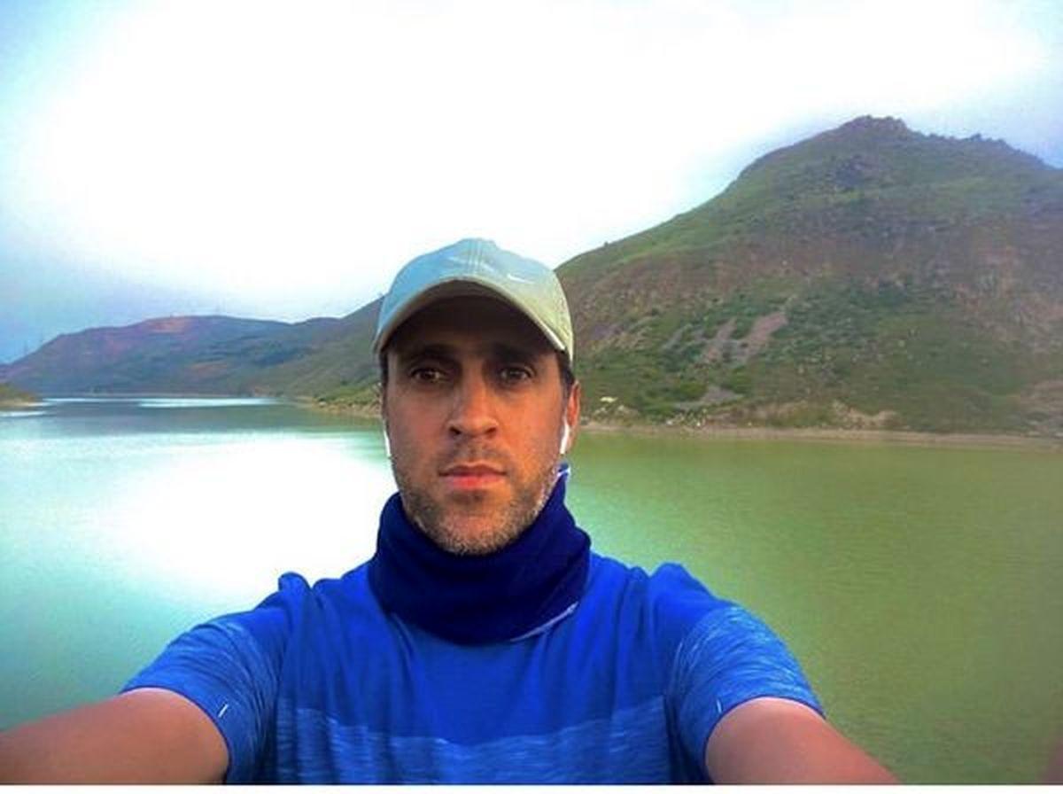 تفریح علی کریمی در کنار دریاچه ای زیبا + عکس