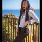 لباس های چسبان و ناجور دختر دانیال حکیمی کنار دریا + عکس