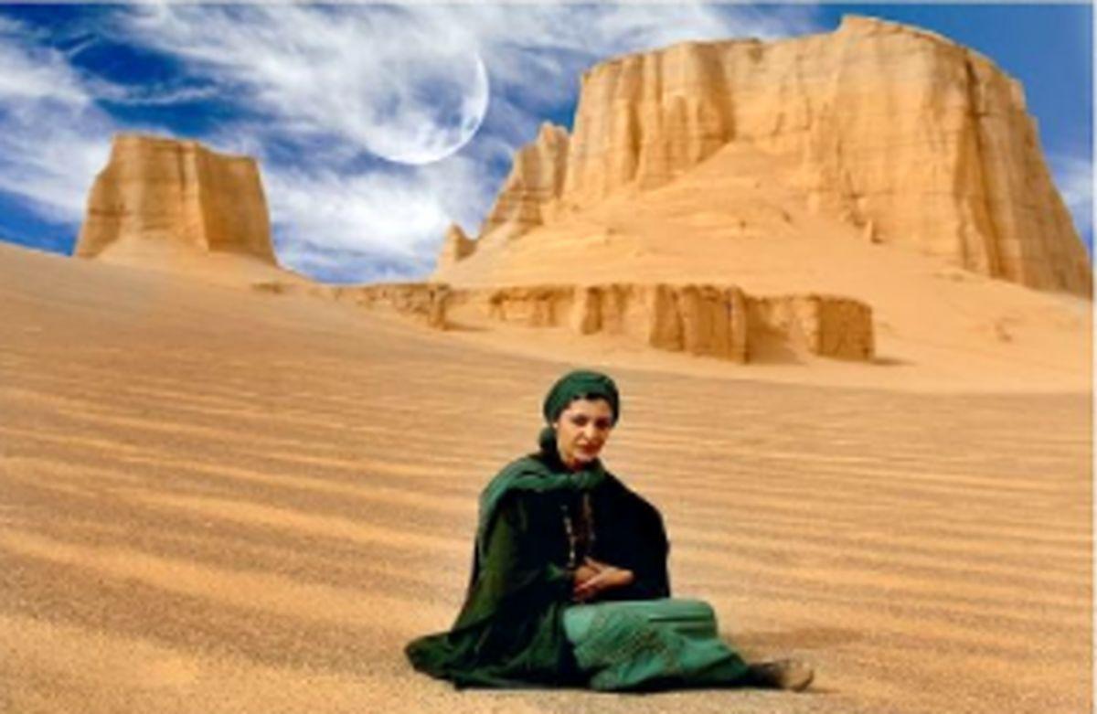 ساره بیات با پیراهن در کویر + عکس