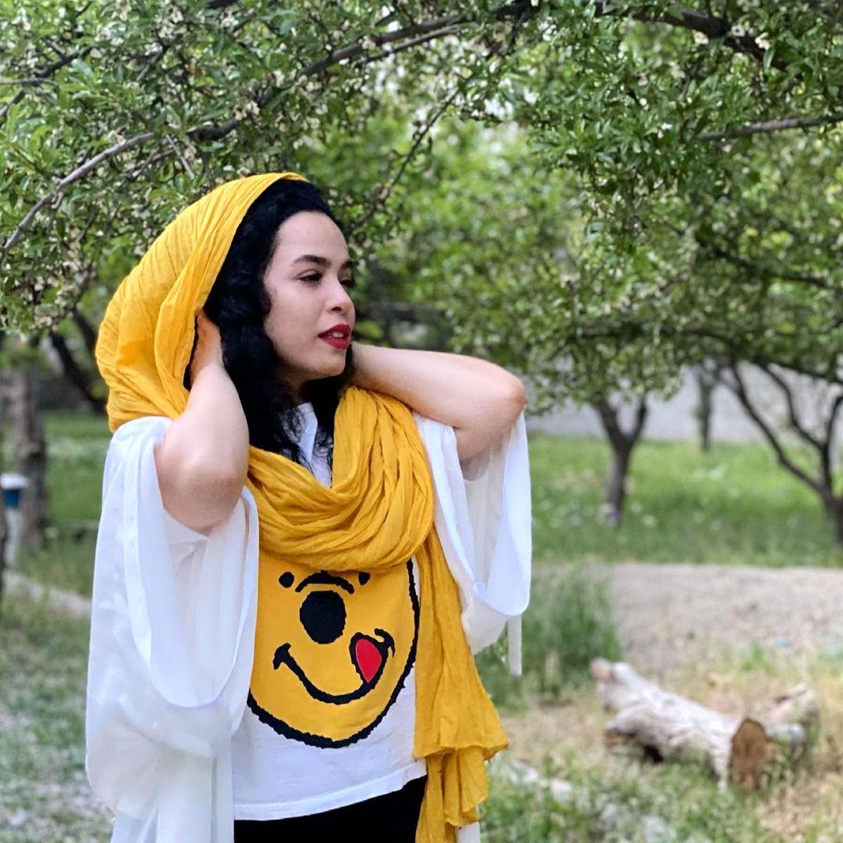 تیشرت کوتاه و دستان برهنه ملیکا شریفی نیا + عکس