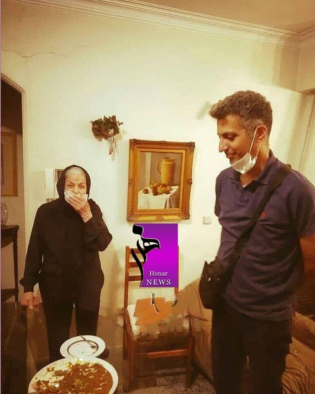 دیدار عادل فردوسی پور با مادر ۸۴ ساله مرحوم صدر + عکس