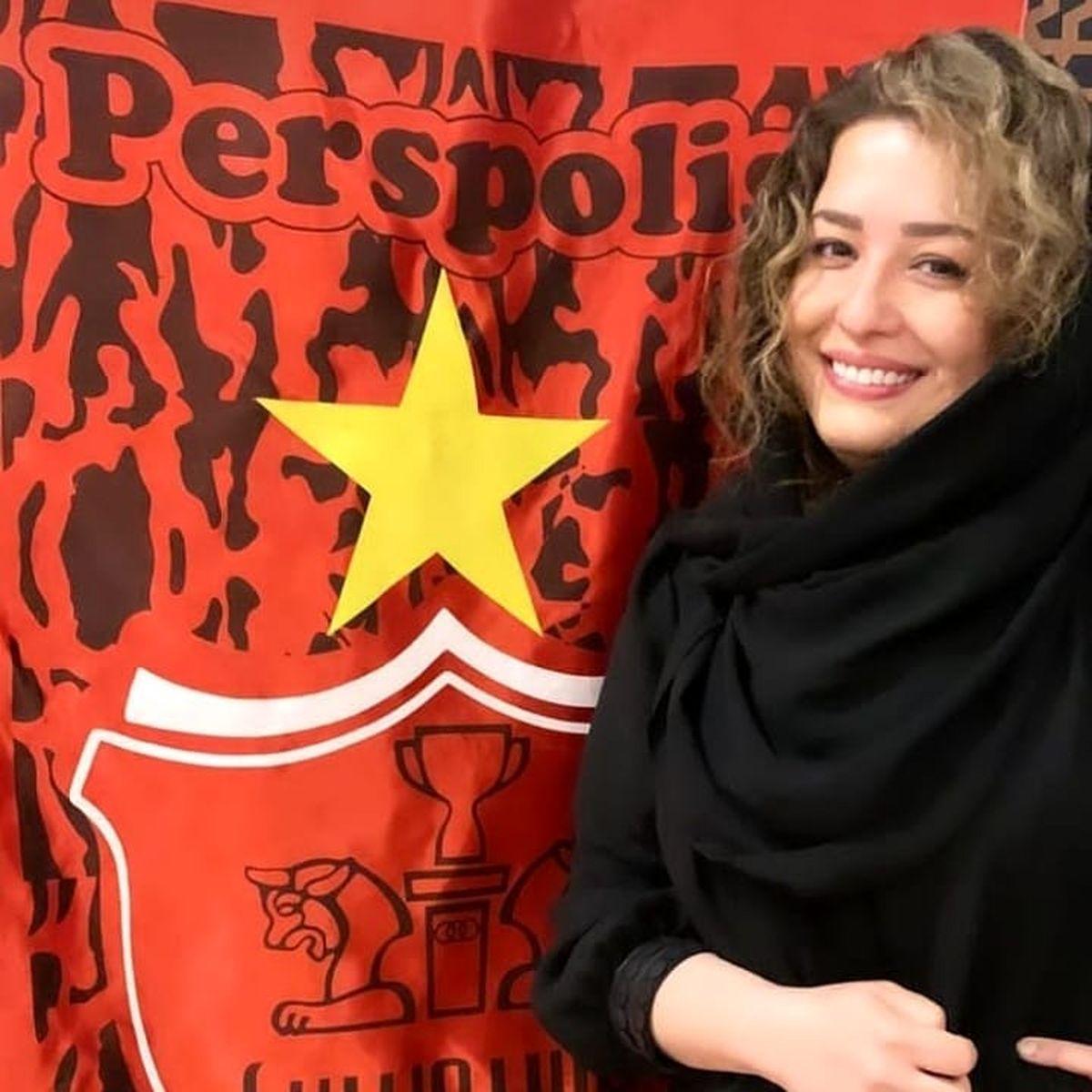 چهره ملیح و زیبای مهراوه شریفی نیا در کنار پرچم پرسپولیس/عکس