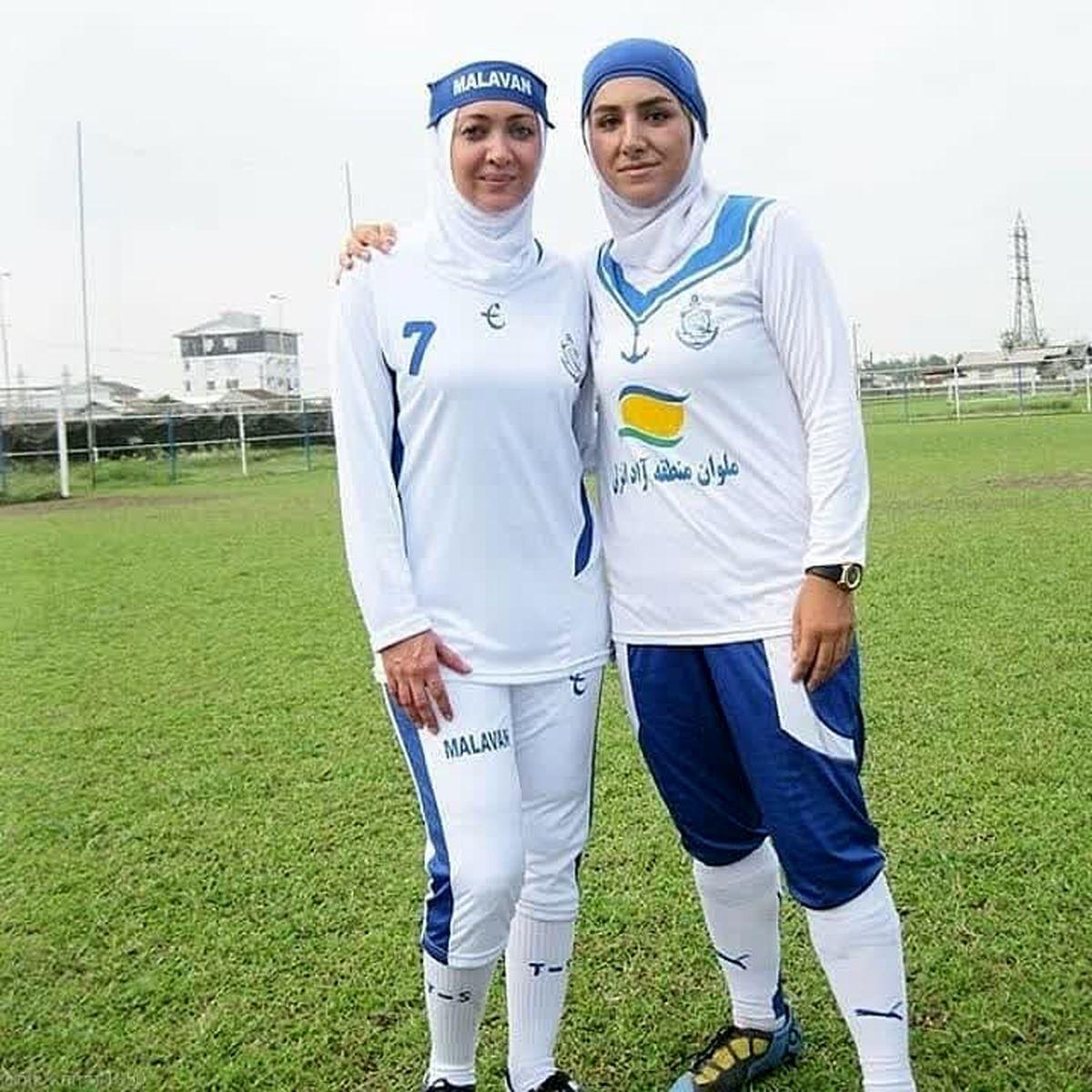 نیکی کریمی با بولیز و شلوارک وسط زمین فوتبال + عکس