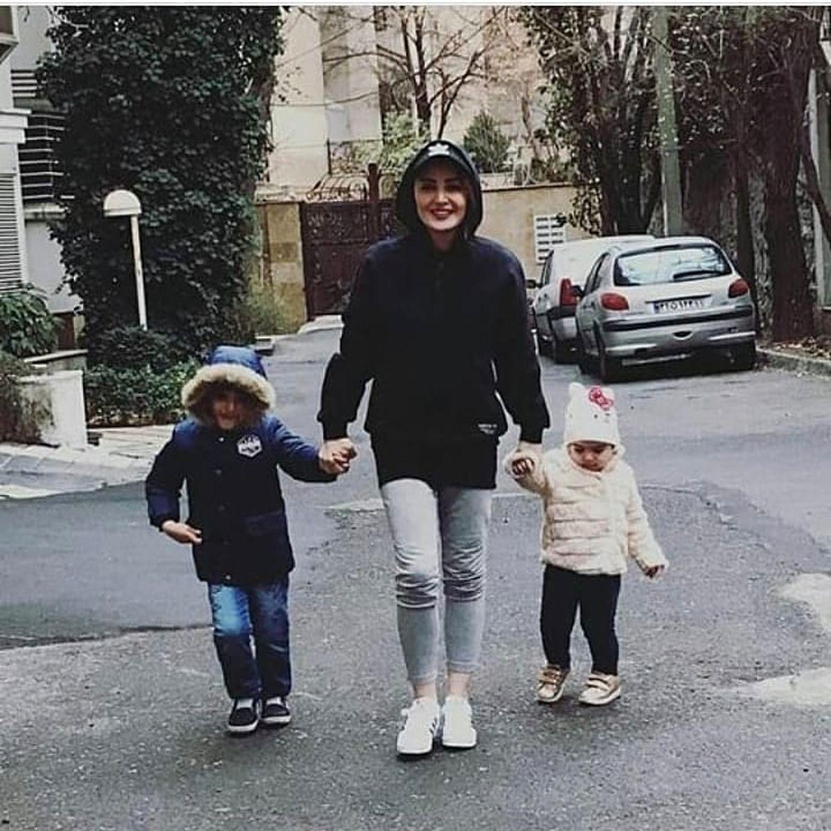 تیپ نامتعارف شیلا خداداد مقابل خانه + عکس