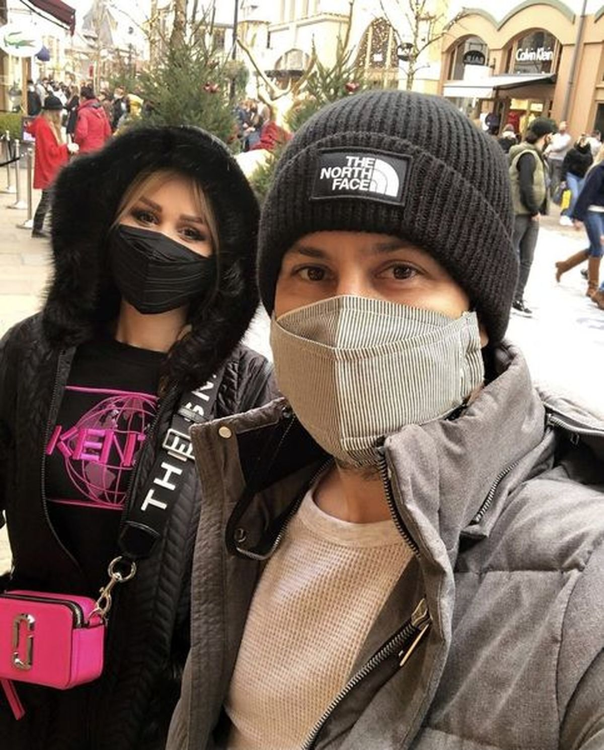 تیپ خفن و آنچنانی شاهرخ استخری و همسرش در بلژیک + عکس