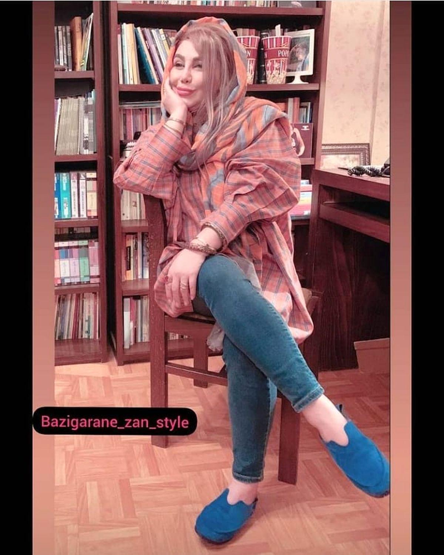 چهره غیر عادی بهنوش بختیاری در کتابخانه با شلوار کوتاه + عکس