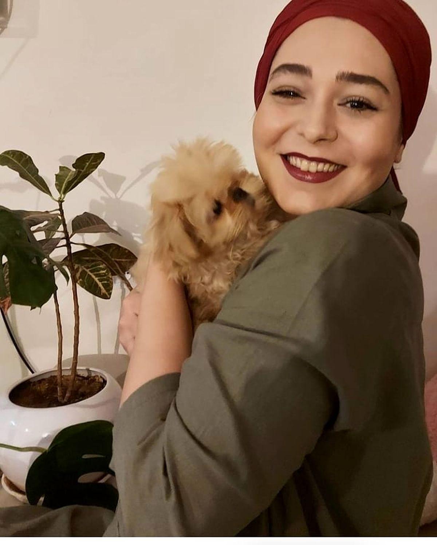 سانیا سالاری و سگ بامزه اش در آغوشش + عکس